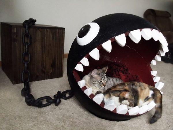Una cama de gato inspirada en el monstruo chomp de cadena de Super Mario